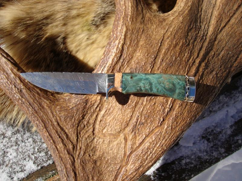 DOUBLE DYED GREEN MAPLE HANDLE WITH GIRAFFE BONE SPACER, TIGER STRIPE DAMASCUS BLADE WITH FILE WORKED BLADE & SPACER